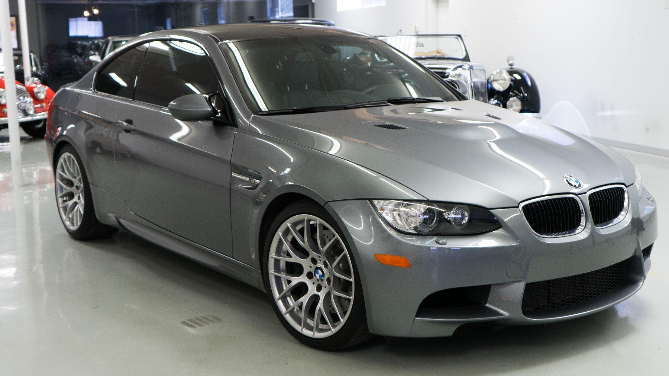 2012-BMW-M3-Gray-slideshow-003@2x2